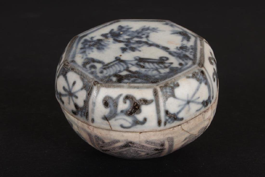 Chinese Yuan Dynasty Blue and White Box and Cover,
