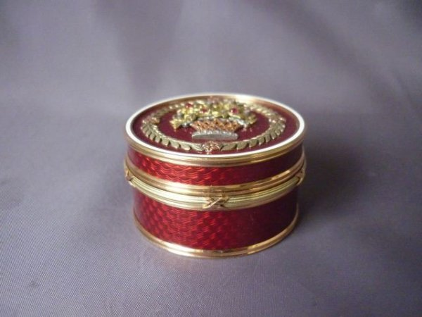 103: Fine Russian Gold Circular Box and Cover