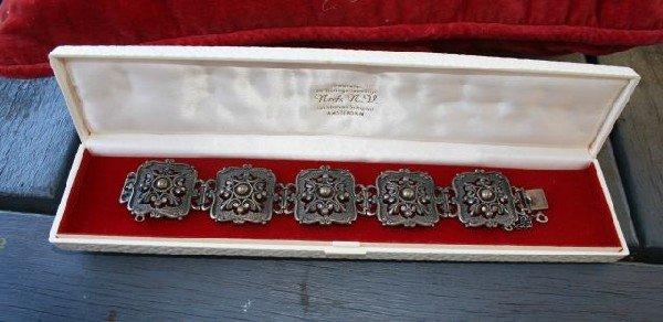 570: An 800 Standard Silver Bracelet,