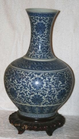 826: Chinese Porcelain Blue and White Floor Vase,