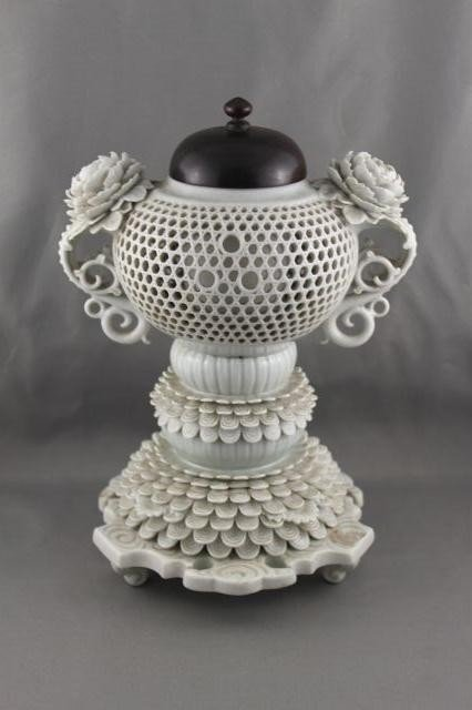 1006: Superb Chinese Blanc de Chine Incense Burner