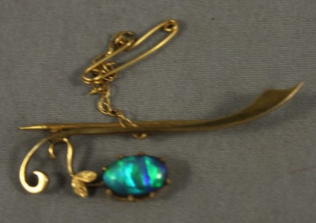 8: Late Victorian 9ct Gold and Doublet Bar Brooch,