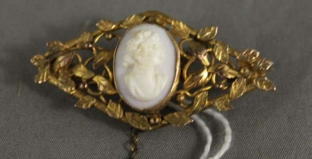 13: Victorian Gold Cameo Brooch,