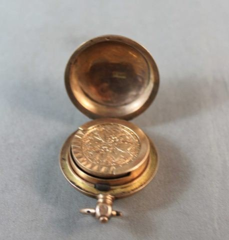 8: 15ct Gold Sovereign Case, - 2