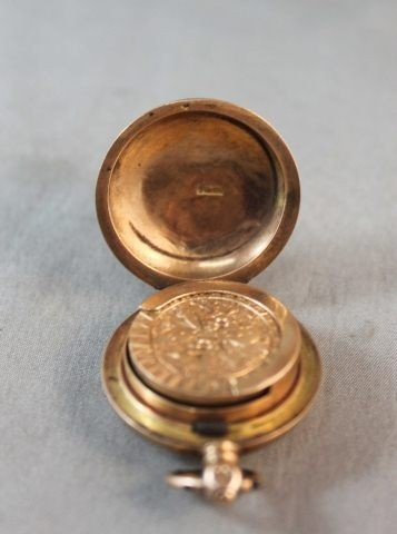 8: 15ct Gold Sovereign Case, - 3