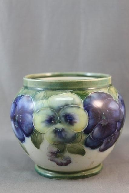 16: Good Macintrye & Co Vase, c.1904-1913