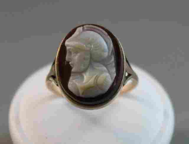 180A: Late Victorian 9ct Gold Cameo Ring,
