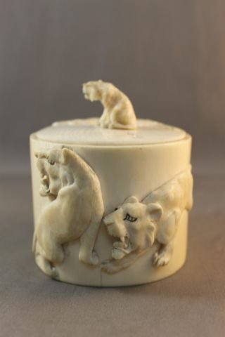 11: Japanese Meiji Period Ivory Box and Cover,