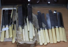 Quantity Of Assorted Faux Ivory Handle Knives,