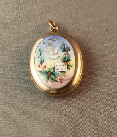 100: Lovely Edwardian 9ct Gold and Enamel Locket,