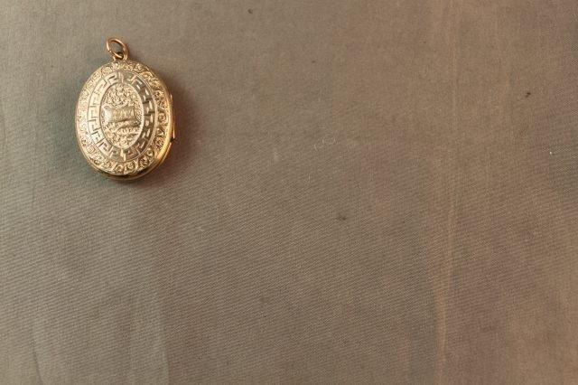 100: Lovely Edwardian 9ct Gold and Enamel Locket, - 2