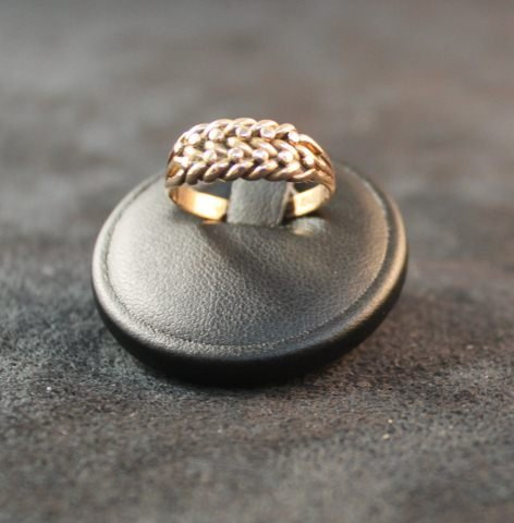 145: 9ct Weavers Ring, c.1890