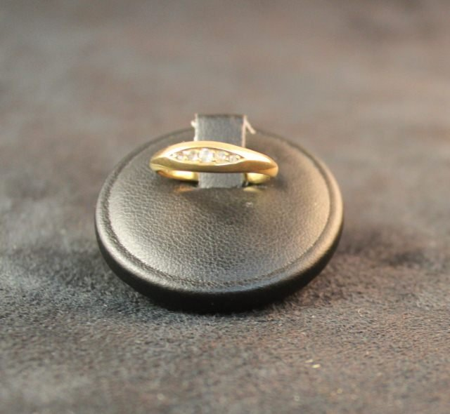 152: 18ct Gold and Diamond Ring,