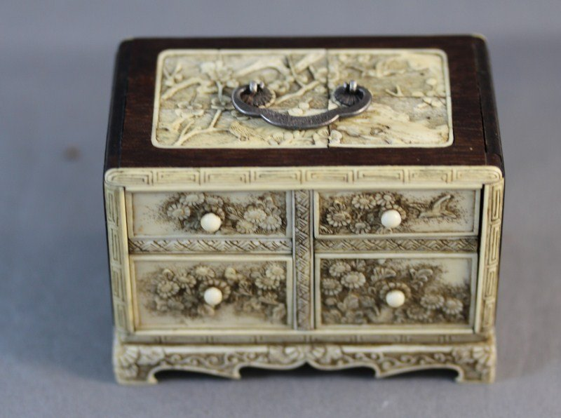 19: Exquisite Chinese Qing Dynasty Ivory and Wood