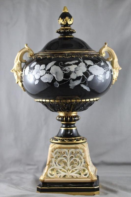 Locke Worcester Twin Handled Pate Sur Pate Urn