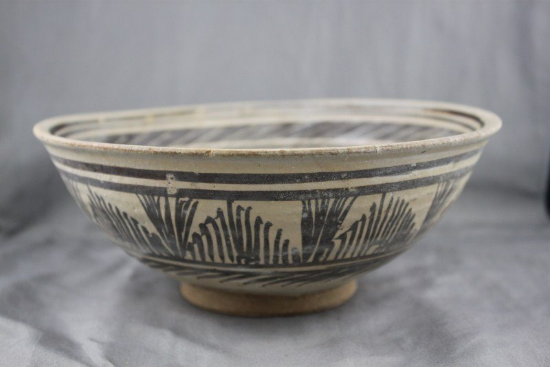 Good Sukhotai (1238-1438) Bowl,
