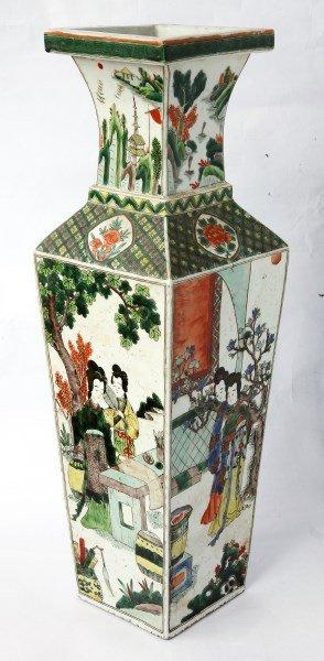Good Qing Dynasty, Porcelain Vase,