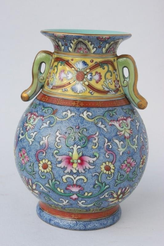 Good Chinese Porcelain Twin Handled Vase,