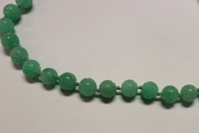 Fine Emerald Green Peking Glass and Gold Necklace - 2