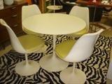 2: Eero Saarinen for Knoll DR Table & 4 chairs