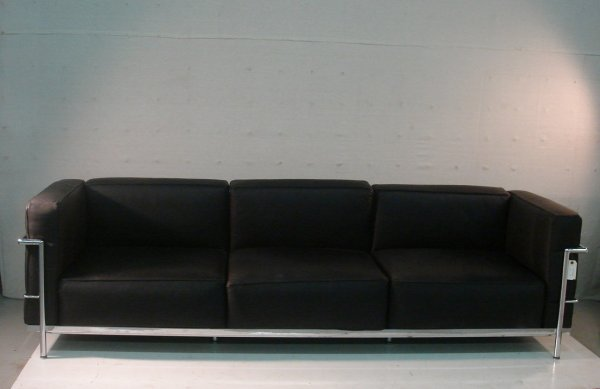 9: Le Corbusier Black Leather Sofa