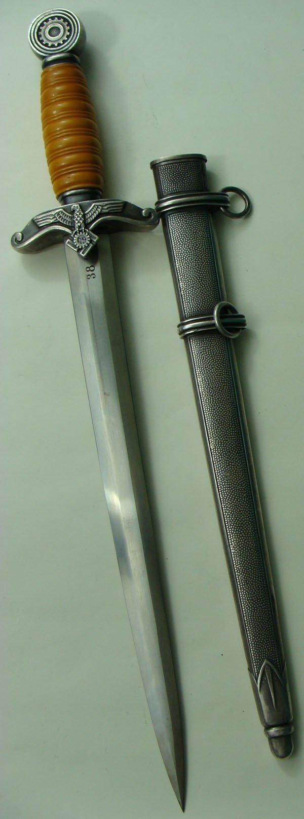 209: German WWII Teno Officer Dagger