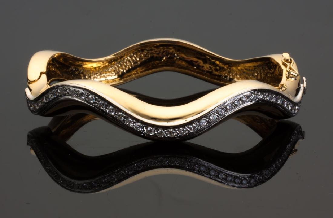 18K Gold and Diamond Hinged Bracelet with a Wave