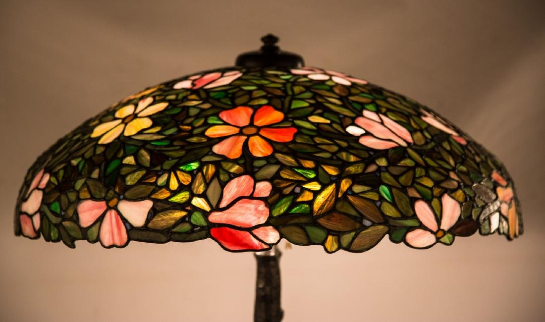 Decorative Leaded Glass Table Lamp - 2