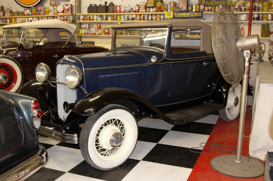 Ford 32' Model 18 Blue Coupe Cabriolet