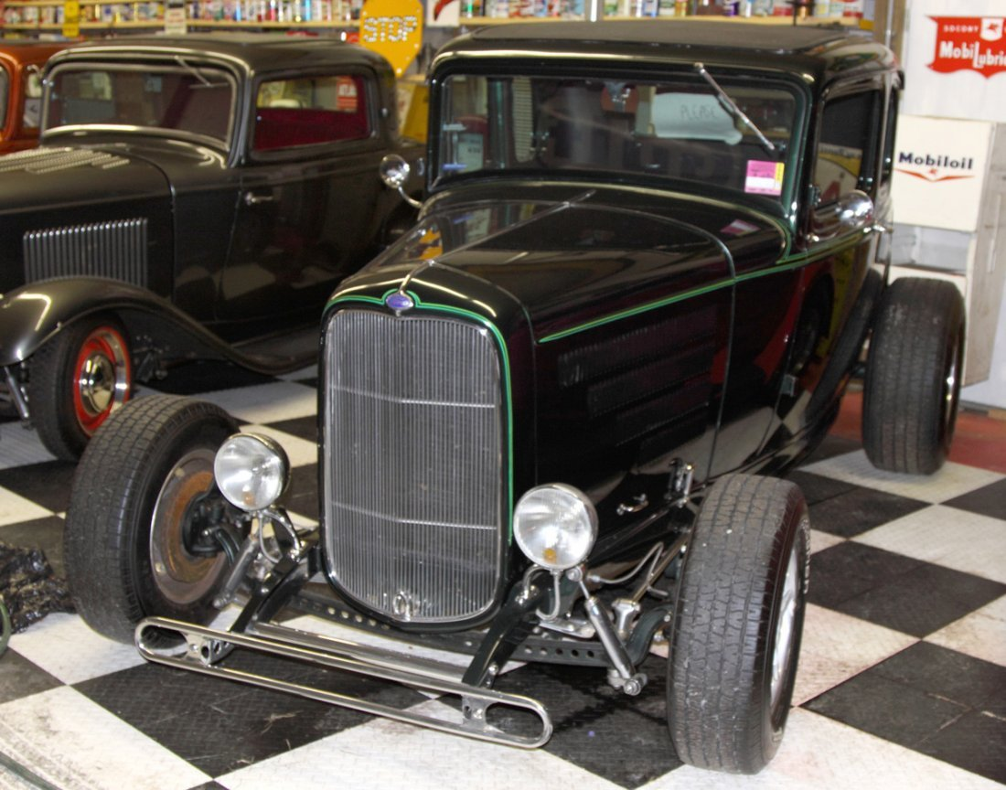 Ford 32' Green 5 Window Coupe