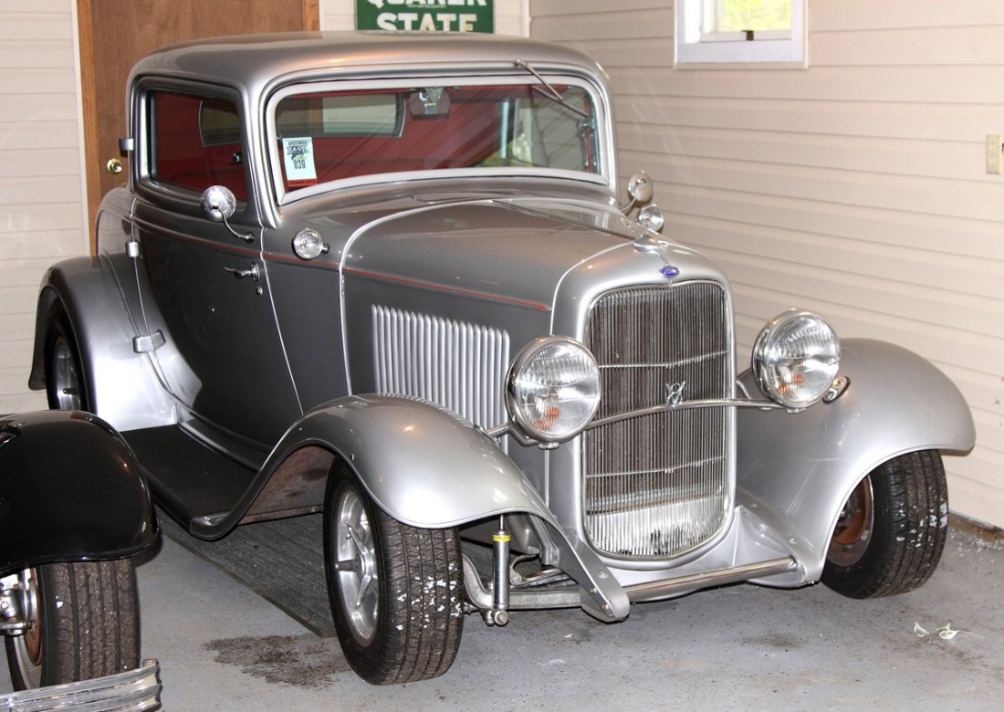Ford 32' Silver 3 Window Coupe