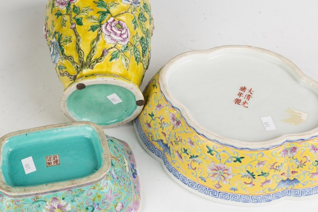 Three Pieces of Chinese Porcelain - 2
