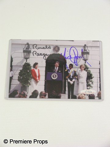 151: MICHAEL JACKSON WHITE HOUSE PHOTO - Autographed