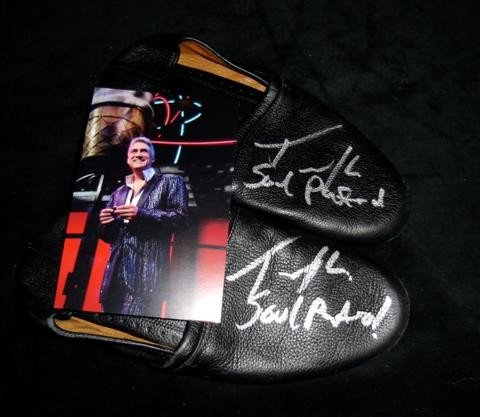 24: American Idol Taylor Hicks Autographed Shoes