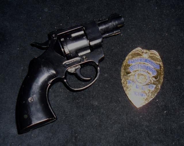 711: Hawaii 5-0 (1968-1980) Jack Lord's  Gun and Badge