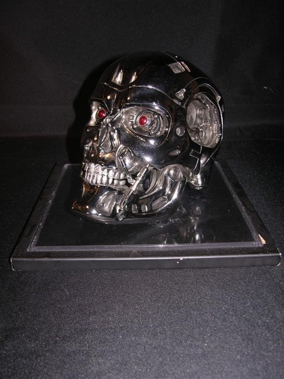 516: Terminator 2 Autographed Endoskull