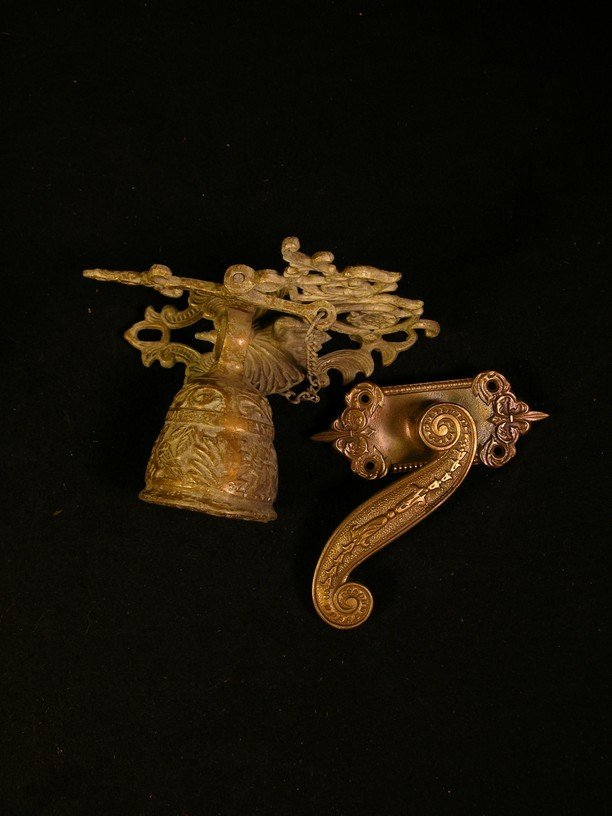 556: Gate Bell and Closet Handle from The Munsters