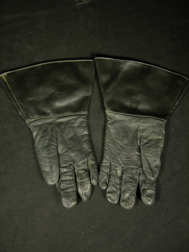 568: Screen Worn Stormtrooper Officer Gloves from Retur