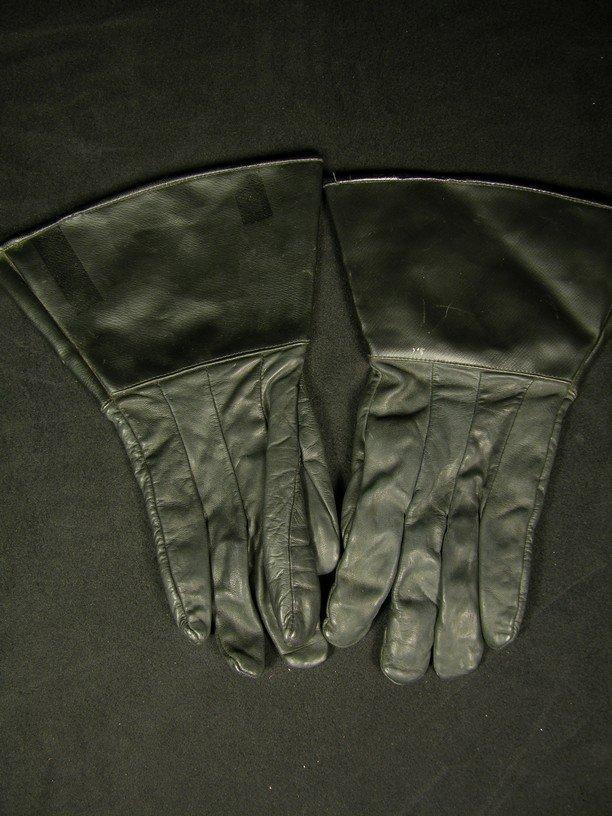 568: Screen Worn Stormtrooper Officer Gloves from Retur - 2