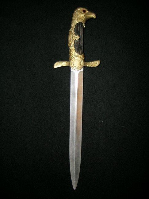 3: Mirror Mirror Snow White's (Lily Collins) Hero Dagge