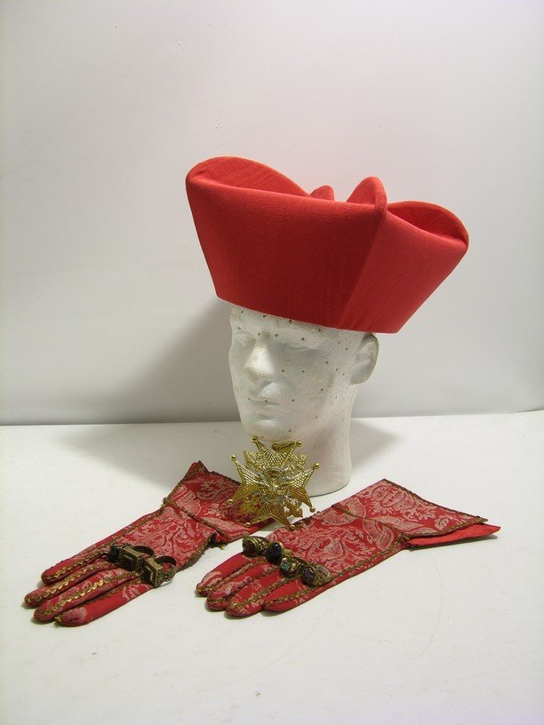 49: Three Musketeers Cardinal Richeliue Hat and Gloves