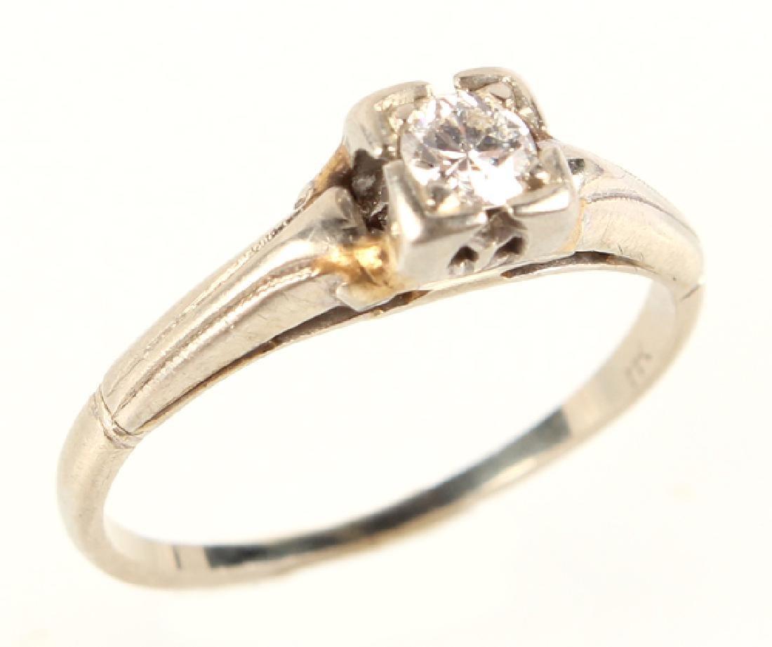 LADIES 18K WHITE GOLD DIAMOND SOLITAIRE RING