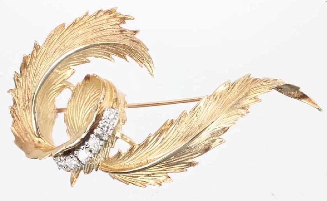 LADIES 14K YELLOW GOLD DIAMOND LEAF BROOCH
