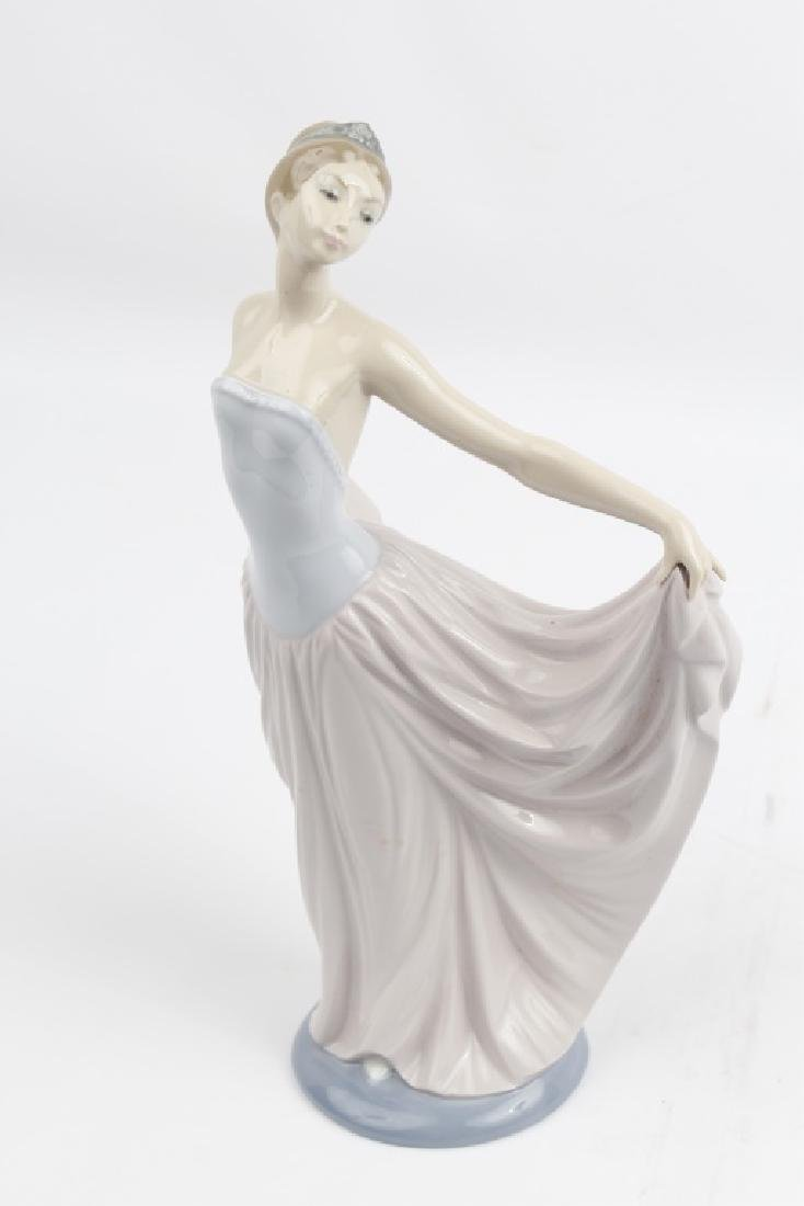 LLADRO PORCELAIN FIGURINE DANCER