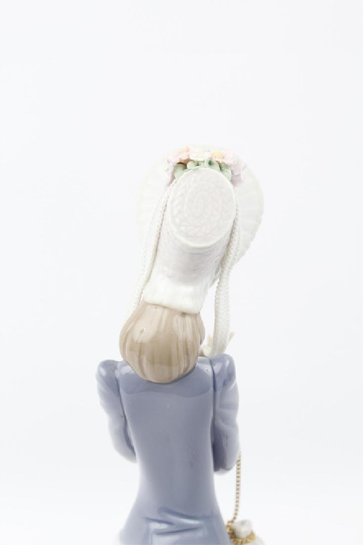 LLADRO FIGURINE STEPPING OUT 1537 - 7