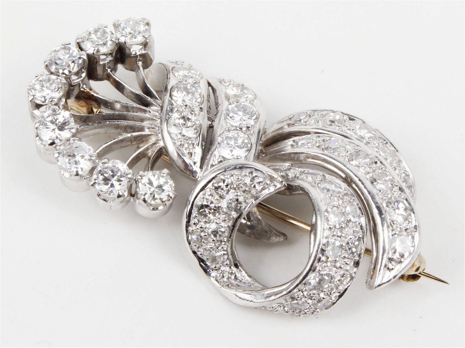 LADIES 2CT DIAMOND AND PLATINUM ANTIQUE BROACH