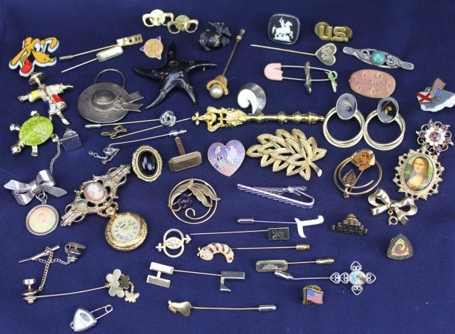 LARGE LOT OF OVER 40 ASSORTED COSTUME BROOCHES