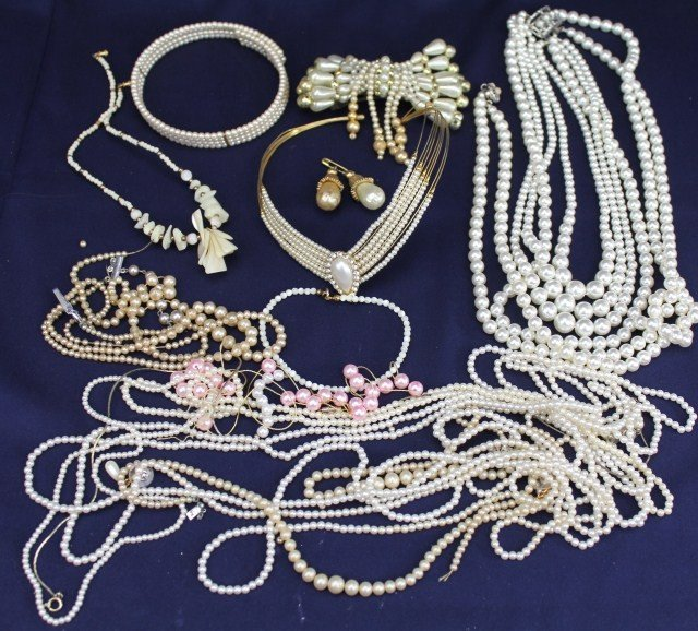 LADIES PEARL AND BEADED COSTUME JEWELRY LOT