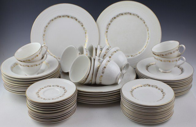 ROYAL DOULTON FAIRFAX PATTERN CHINA DINNER SET