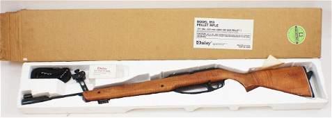 A VINTAGE DAISY MODEL .177 CAL BB GUN AIR RIFLE